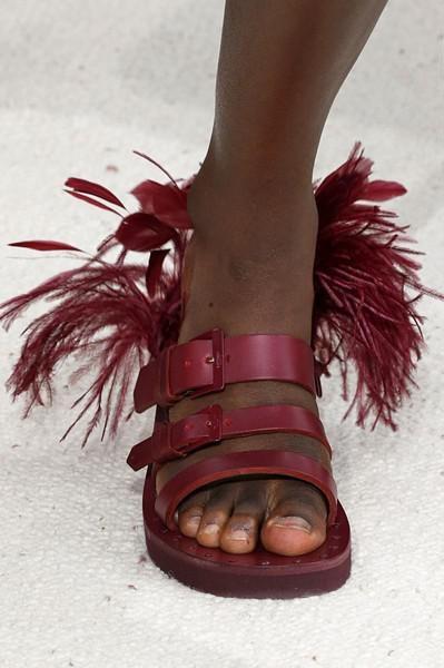 buty z piórami