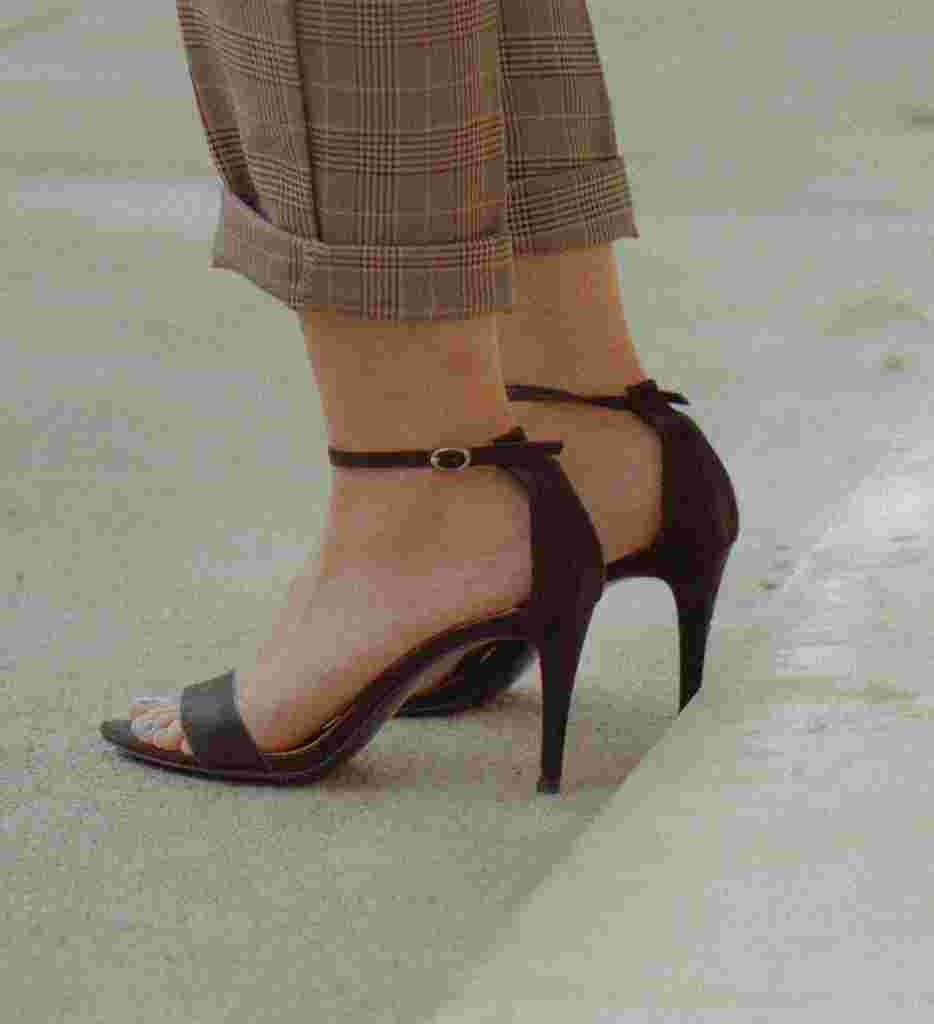 buty z paskiem