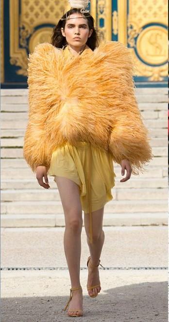 kurtka z piórami moda wiosna 2019