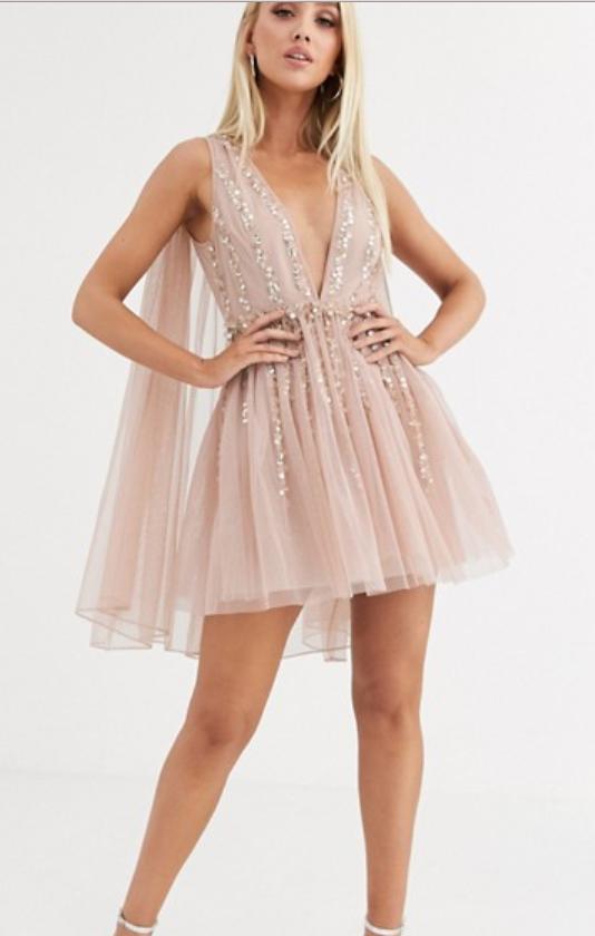 sukienka z peleryną