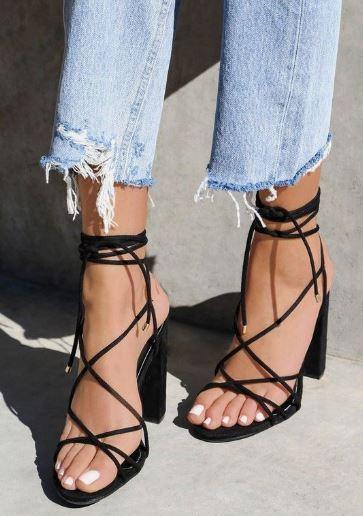 sandały z cienkimi paskami