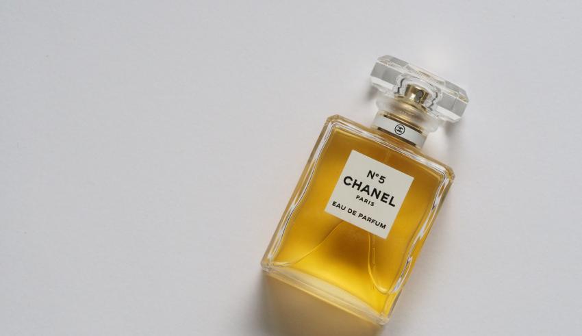 damskie perfumy drzewne